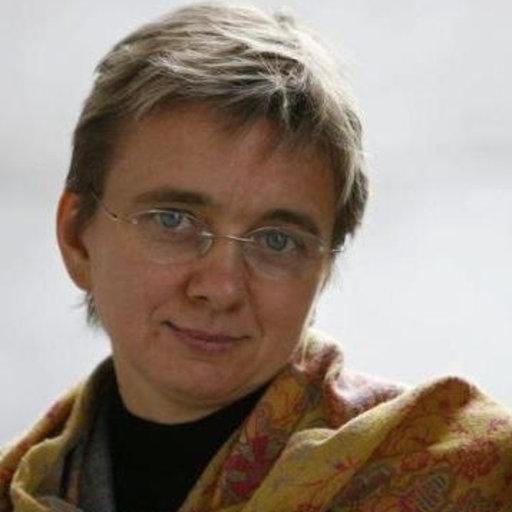 "Su logu meu est sa Sardigna: una prospettiva sardo-centrica di una straniera su ""Filosofia de Logu""."